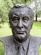Bust of Gough Whitlam by sculptor Victor Greenhalgh located in the Prime Minister's Avenue in the Ballarat Botanical Gardens