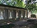 Grabkolonaden Friedhof Kunersdorf bei Wriezen -Vollendetet durch Frau von Friedland - panoramio.jpg