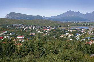 Leknes - Gravdal, which together with Fygle have grown together with Leknes, in reality a town of 4,200 inhabitants.