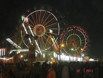 English: The ferris wheels at Gwalior Trade Fair