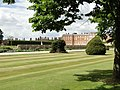 Hampton Court Palace from the Gardens - panoramio.jpg