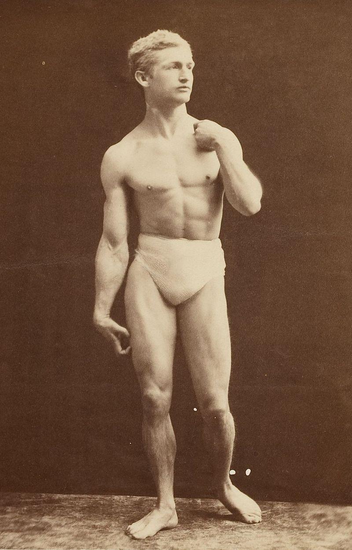 El fisicoculturismo 800px-Harvard_Theatre_Collection_-_Bernarr_Macfadden_TCS_1.2398_-_cropped