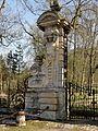 Heilles (60), château de Mouchy-le-Châtel, portail côté Heilles 4.jpg
