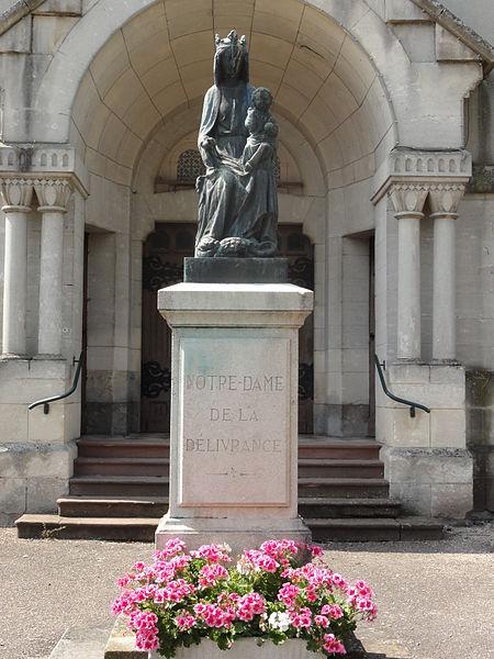 Hermeville-en-Woëvre (Meuse) statue N.D. de la délivrance devant l'église