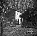 "Hiša ""pod steno"", posneta od zapadne strani, Osp, pri Prebenešci 1949.jpg"