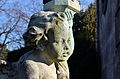 Hietzinger Friedhof - angel with lantern 02.jpg