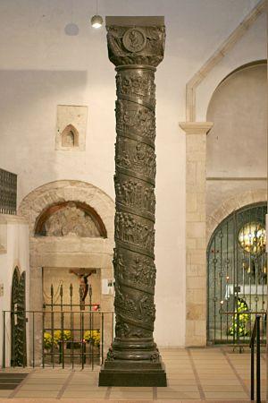 Bernward Column - Image: Hildesheim Christussaeule Hildesia