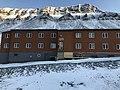 Hotell i Nybyen, Svalbard.jpg