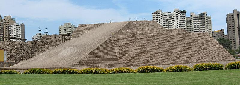 Ficheiro: Sítio Arqueológico de Huallamarca - pirâmide.jpg