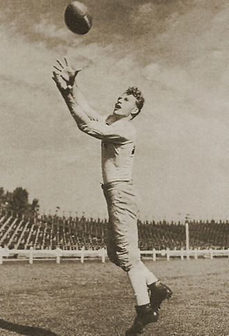 Don Hutson - Hutson making a catch c. 1940