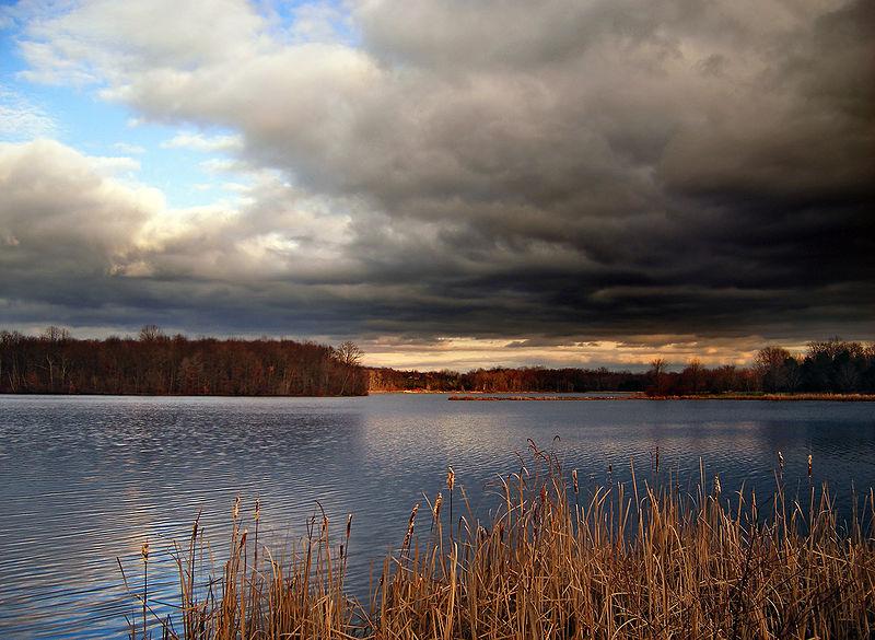 File:Incoming Storm clouds, Minsi Lake, Northampton County.jpg