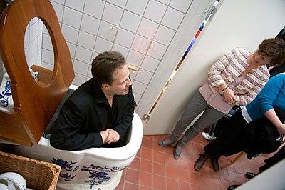 Innovationsleder Jesper Steenberg, pa Energi- og Vandvaerkstedet och Karen Ellemann (V) miljominister och minister for nordiskt samarbete Danmark. Studiebesok Energi- og Vandvaerkstedet 2010-03-23.jpg