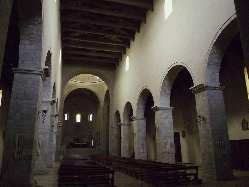 File:Interno della Cattedrale di Acerenza 04.JPG