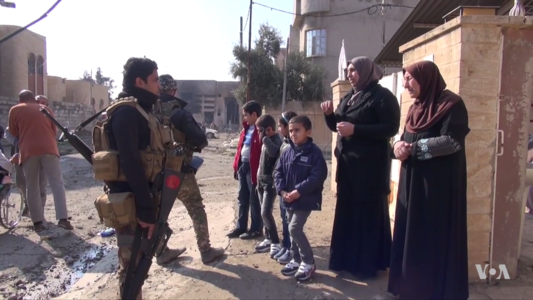 Iraqi soldiers and civilians in eastern Mosul.png