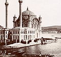 IstanbulSultan Boat Mosque.jpg