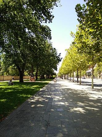 Jubilee 150 Walkway - Looking east from near King William Rd in 2017.