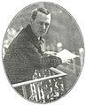 Joaquín Dicenta en el balcón de su casa, de Campúa, La Esfera, 04-04-1914.jpg