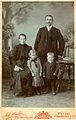 Johann Winkler - Ivan Potrč z družino.jpg