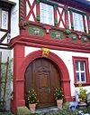 Königsberg in Bayern Uhrmacherhaus Fachwerk mit Fratzen.JPG