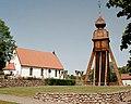 Karlstorps kyrka med klockstapeln 01.JPG