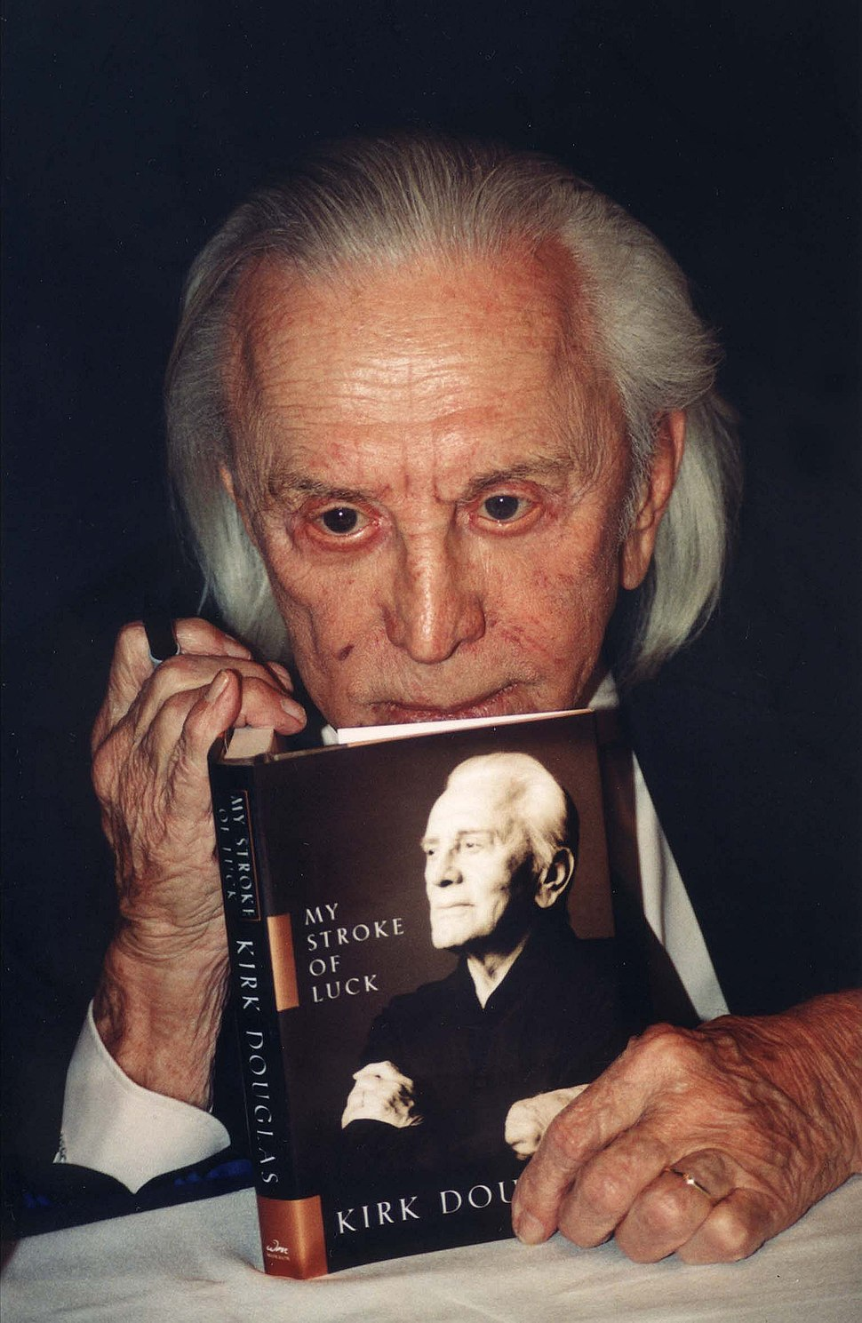 Kirk Douglas with book 2002