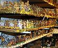 Krippenfigurenverkauf am Salzburger Weihnachtsmarkt.JPG