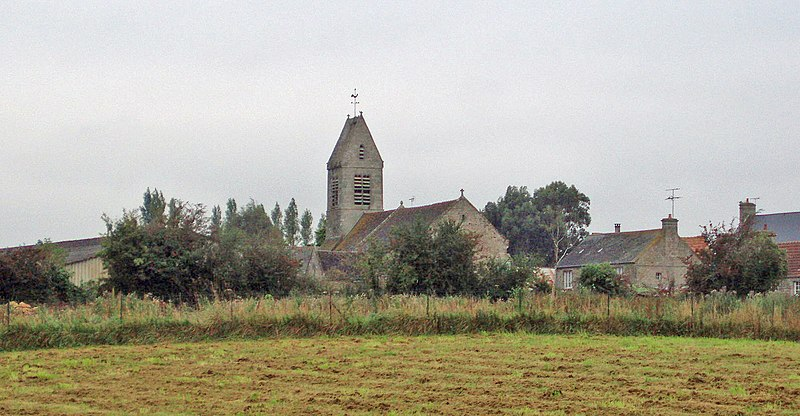 L'eglise de Canteloup, Manche vu de lointain