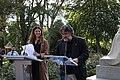 La alcaldesa, en la lectura de los Episodios Nacionales que celebra el 2 de mayo junto a la estatua de Galdós 09.jpg