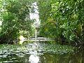 La rivière Isac dans le bourg de la Chevallerais.jpg