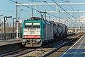 Lage Zwaluwe NMBS 2817 E 186 209 met kort treintje (15940582996).jpg