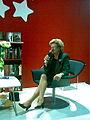 Laila Hirvisaari Helsingin Kirjamessuilla 2009-2.jpg