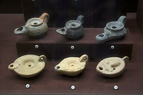 Lamps pottery 2nd c AD AM Andros090543.jpg