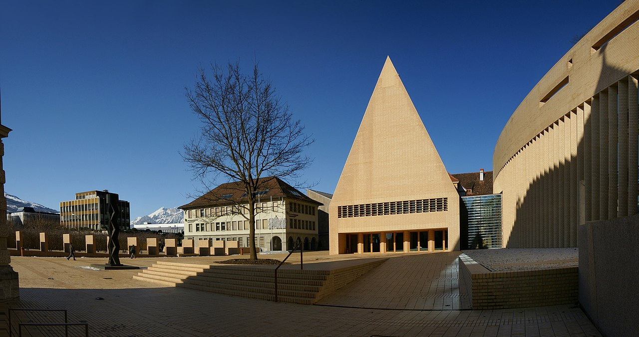 "Zgrada Vlade - ""Regierungsgebäude"" i Skupština Lihtenštajna - ""Landtag"""