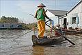Le village flottant des pisciculteurs (Chau Doc, Vietnam) (6620595609).jpg