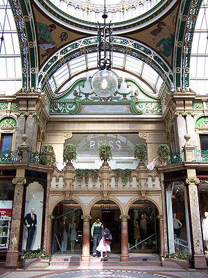 Reiss (brand) - Reiss in Victoria Quarter in Leeds