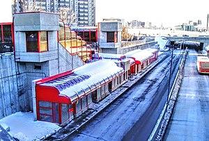 Lees station - Image: Lees Transitway Station