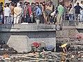 Les ghats des crémations de Pashupatinath (Katmandou) (8630935268).jpg