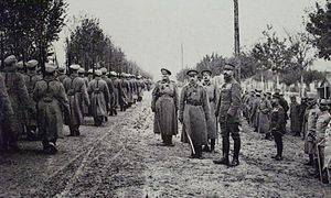 Russian Expeditionary Force in France - Russian troops parading in front of général Henri Gouraud and général Nikolaï Lokhvitski at camp de Mailly in October 1916.