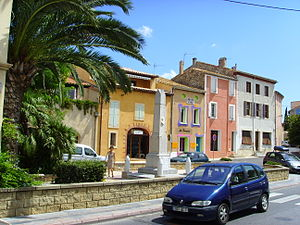 Leucate Village (Aude), square and memorial.jpg