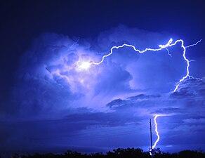 Lightning in Dallas 2015.jpg
