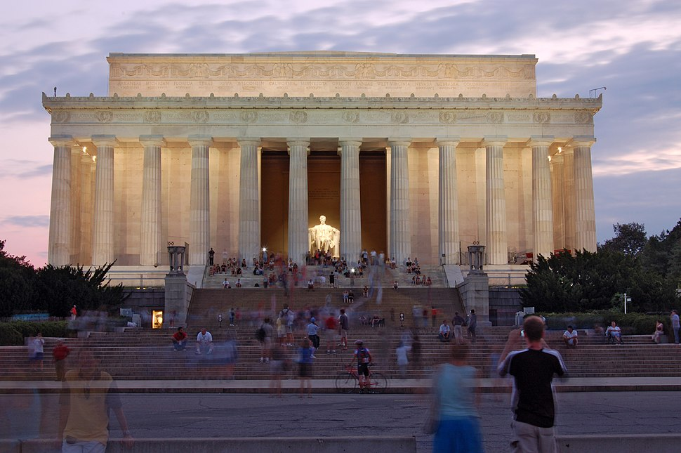 Lincolnmemorial by dusk