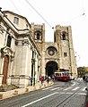 Lisbon. Tram 28 passing by Sé de Lisboa. (41223895764).jpg