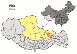 Location of Biru County (red) within Nagqu City (yellow) and the Tibet A.R.