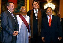Четыре улыбающихся людей