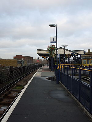 Loughborough Junction railway station - Looking north from platform 1 at Loughborough Junction on 2 January 2007