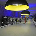 München U-Bahn-Station Westfriedhof - Leuchten Ingo Maurer Team.JPG