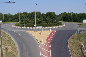 Milton Keynes grid road system - The V8 at its intersection with the H9 Groveway looking north