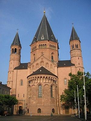 1080s in architecture - Image: Mainzer Dom Ostfassade