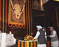 Manmohan Singh paying floral tributes to Lokmanya Bal Gangadhar Tilak on his 155th birth anniversary, at Parliament House, in New Delhi. The Chairman of BJP Parliamentary Party, Shri L. K. Advani is also seen.jpg