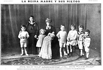 Infante Alfonso, Duke of Calabria - Alfonso (second from left) posing with his cousins and grandmother Queen Maria Christina, ca. 1911